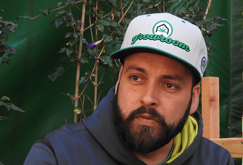 Fernando-Santiago-com-bone-da-cannabis