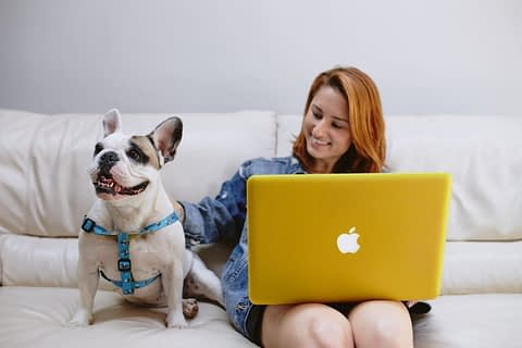 mulher-notebook-home-office-gestao